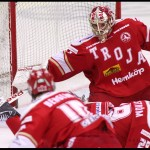 Ljungby 2012-02-17 Ishockey HockeyAllsvenskan IF Troja-Ljungby - Örebro: Troja Ljungby målvakt 35 Trevor Koenig