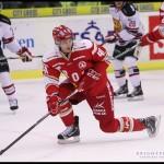 Ljungby 2012-01-06 Ishockey HockeyAllsvenskan IF Troja-Ljungby - Mora IK: Troja Ljungby back 40 Ziga Pavlin täcker skott