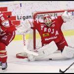 Ljungby 2012-01-06 Ishockey HockeyAllsvenskan IF Troja-Ljungby - Mora IK: Mora avgör i sudden death genom ett snöpligt mål på Troja Ljungby målvakt 35 Trevor Koenig.