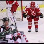 Ljungby 2012-01-06 Ishockey HockeyAllsvenskan IF Troja-Ljungby - Mora IK: Troja Ljungby back 6 Oscar Fantenberg deppar.